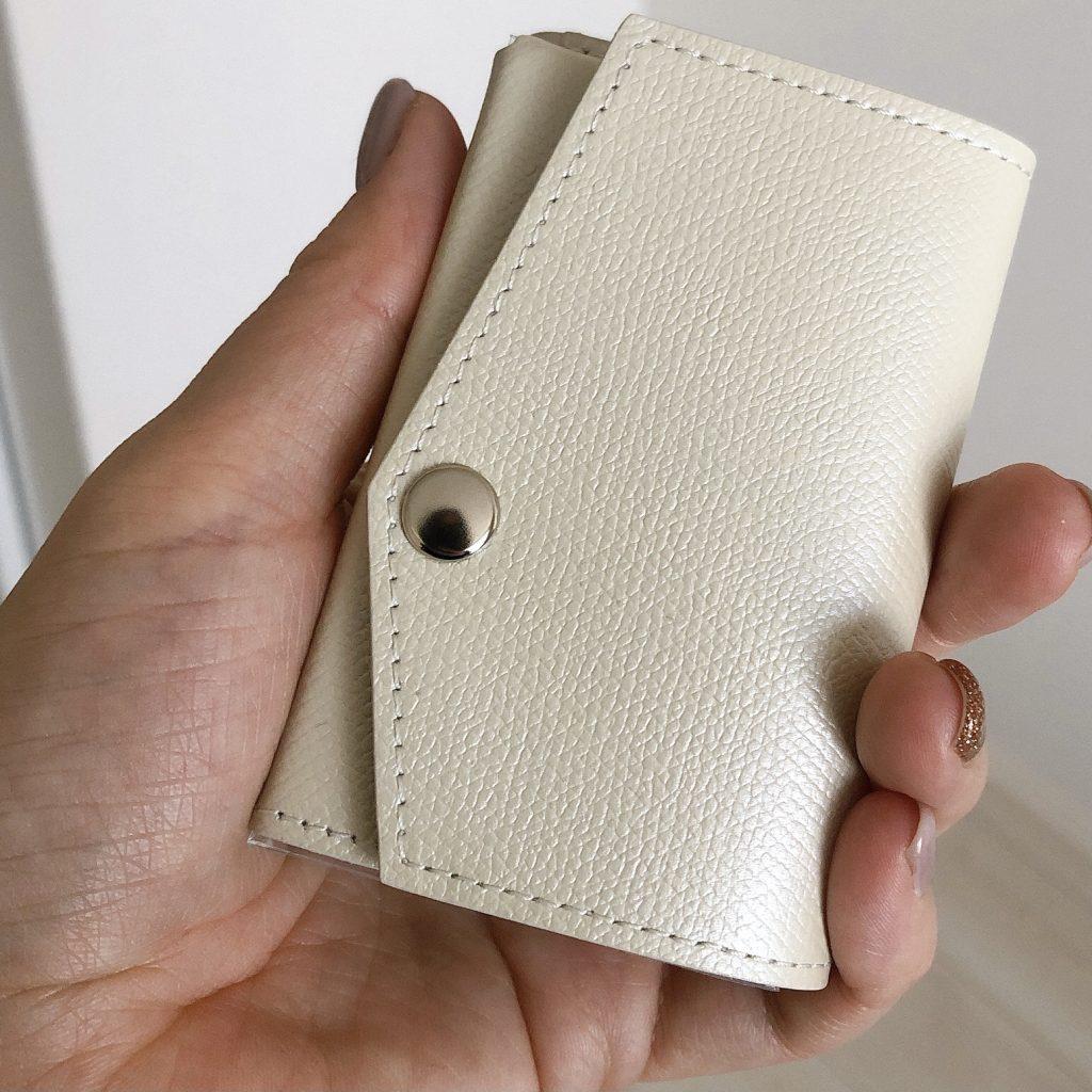 「小さい財布 アブラサス」のスペック